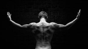 4h de sport en 20 minutes et soulagement des douleurs dorsales avec la technologie miha bodytec